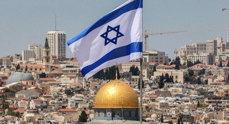 Israel volta a receber turistas após fechar fronteiras em março de 2020