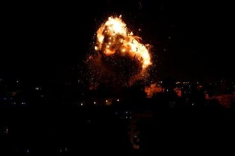 Explosão durante ataque israelense à Faixa de Gaza