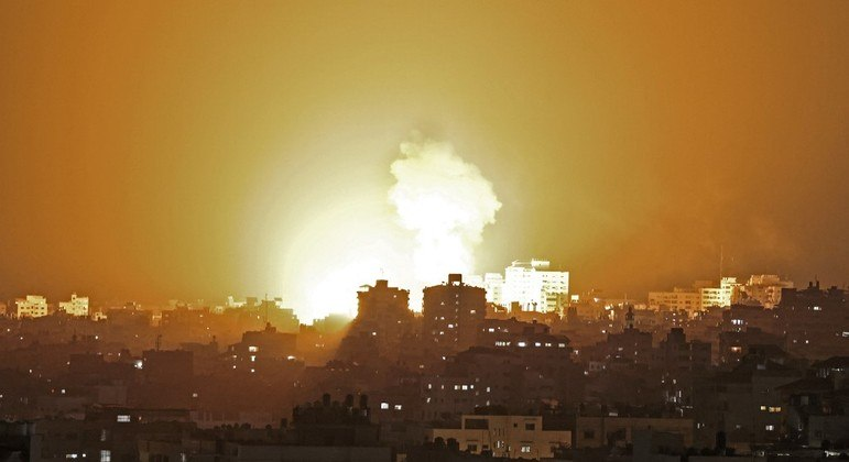 Ataques aéreos israelenses foram em resposta a foguetes lançados pelo Hamas