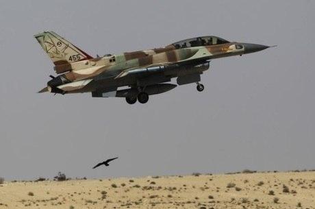 Caça F-16 israelense em treinamento