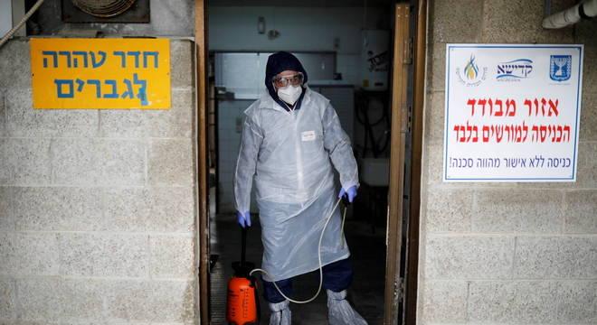 israel está perto de atingir 2 mil casos diários de covid-19