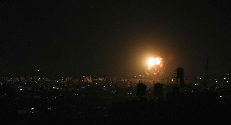Israel bombardeou Gaza na noite desta quinta (17)