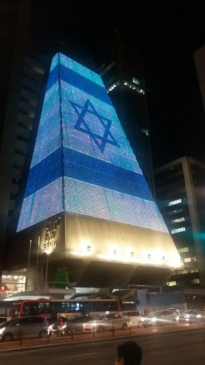 Fiesp projeta bandeira de Israel em homenagem a aniversário do país