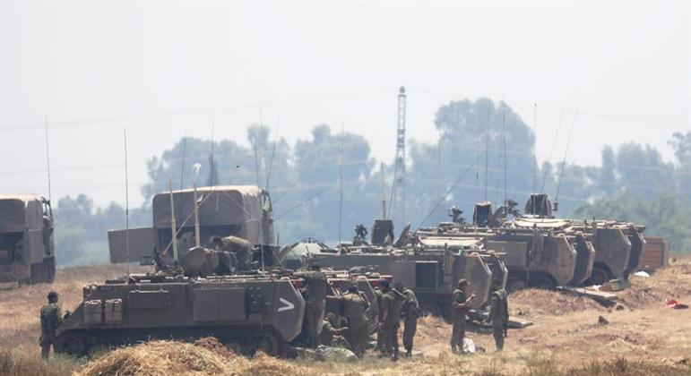 Militares israelenses seguem na divisa com Gaza após ataques durante a noite
