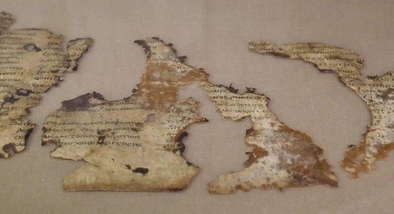 Fragmentos de pergaminho foram descobertos em uma caverna no deserto da Judeia