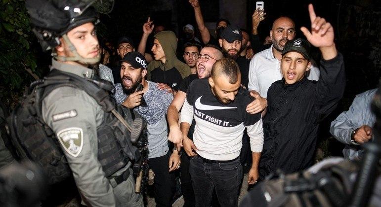 Palestinos protestam contra retirada de famílias de bairro de Jerusalém Oriental