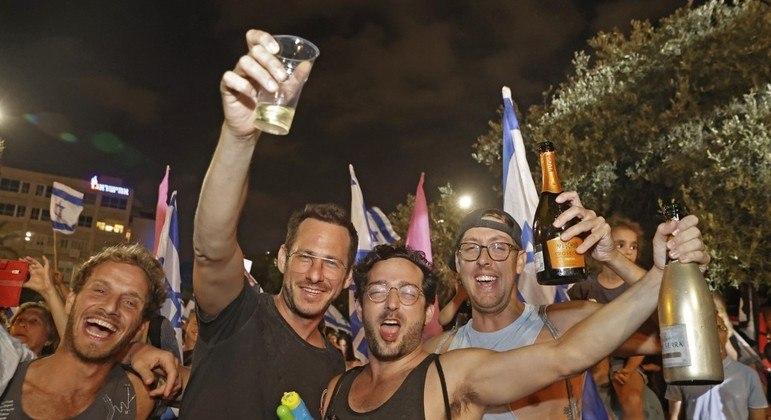Israelenses já estavam liberados para ficar sem máscaras ao ar livre