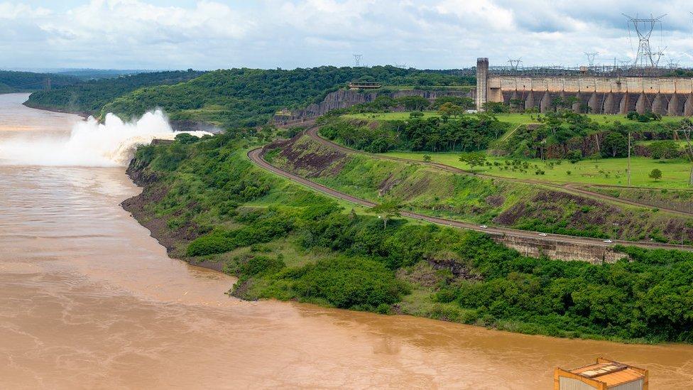 Brasil tem matriz energética menos poluente, mas mais dificuldade em preservar suas florestas, diz Greenpeace