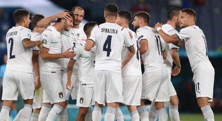 """Celebração em Roma, a """"Azzurra"""" de branco na liderança do Grupo A"""