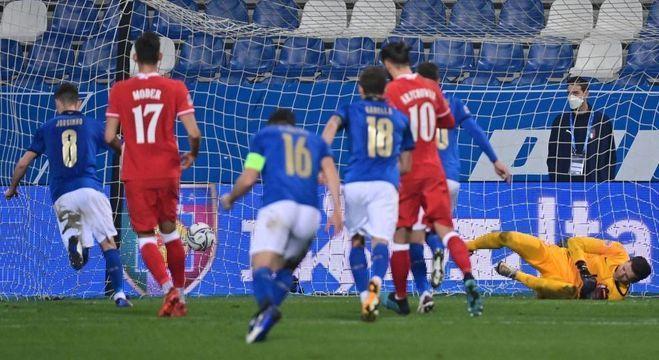 Detalhe do penal convertido por Jorginho, então Itália 1 X 0 Polônia