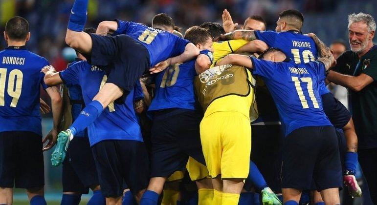 Itália, invencibilidade de 29 jogos e festa pela classificação antecipada