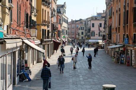 Número de casos diários na Itália cai