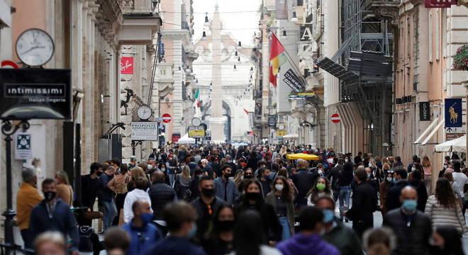Itália fecha estabelecimentos comerciais por um mês