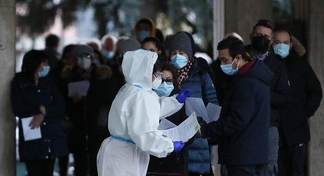 Número total de óbitos na Itália desde o início da pandemia é agora de 49.261