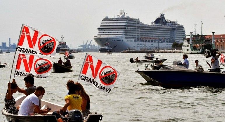 Grupos protestaram contra a presença de navio de cruzeiro em Veneza