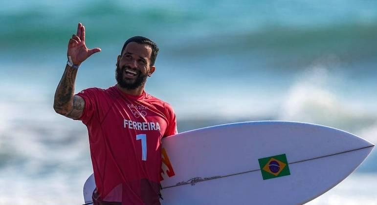 O surfista Italo Ferreira ganhou o primeiro ouro Olímpico