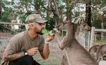 Sempre que pode, ele demonstra o interesse de se aproximar e estar o máximo ligado aos animais e à natureza