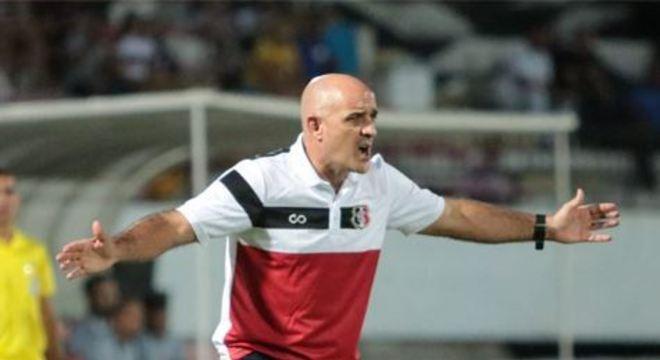 Itamar Schulle voltou a citar lacunas da equipe coral, em meio a possibilidade de montar um time misto para enfrentar o Vitória, neste domingo