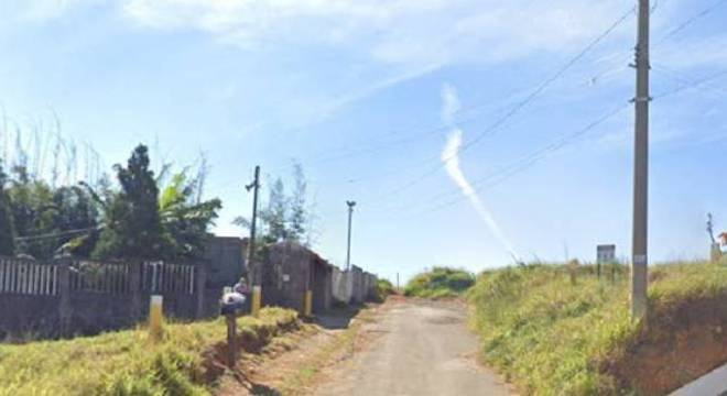 Veículo foi encontrado na estrada Professor Aroldo Azevedo, em Itaquaquecetuba