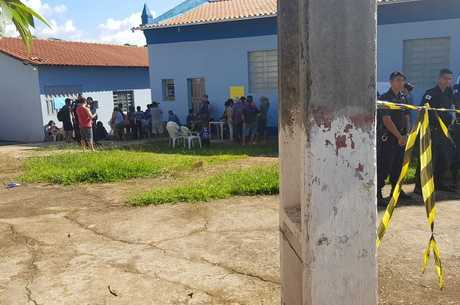 Moradores foram levados para praça em Itatiaiçu