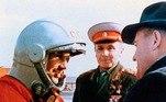 O astronauta seformou como fundidor e operário metalúrgico e depois se tornou um pilotomilitar. Mais tarde, ele conquistou a simpatia dos diretores do programaespacial ao tirar os sapatos antes de entrar na espaçonave Vostok— um costumeda Rússia— e, então, aos 27, foi escolhido para o programa por suas excelenteshabilidades nos testes