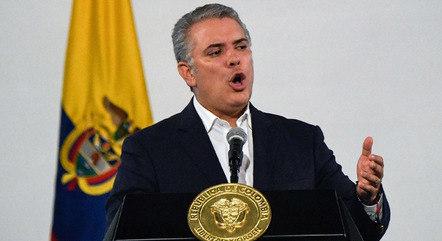 Duque anuncia suspensão de voos do Brasil