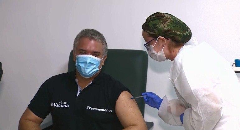 Colômbia quer imunizar 70% de sua população até o final deste ano