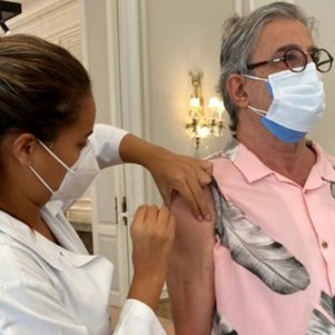 Cantor foi vacinado no RJ