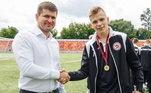 Zaborovsky virou estrela na cidade, até o prefeito do distrito municipal deOrekhovo-Zuevsky,Gennady Panin, fez questão de cumprimentá-lo e posar para foto