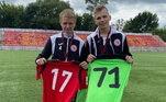 O time de Ivan conquistou a Liga Infantil de Moscou e ele foi escolhido melhor goleiro da competição. O amigo Ivan Gerasimov, que foi eleito o melhor zagueiro, também teve contrato assinado. Os dois mereceram a fotinho juntos!