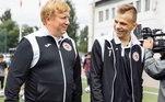 Ivan não se lembra de como foi tudo, mas o técnicoAnton Basov, junto com a enfermeira do time Galina Zybkina, foram os responsáveis por prestarem os primeiros socorros ao goleiro, antes dele ser levado ao hospital