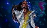 Antes, nesse mesmo ano, ela também foi apresentada a Ivete Sangalo e passou a criar e confeccionar roupas para a cantora em diversas ocasiões. O macacão da foto acima, usado pela artista no Rock in Rio, foi assinado e fabricado por Michelly