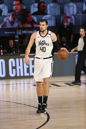 Ivica Zubac (Los Angeles Clippers) 6,0 - Zubac somou dez pontos, dez rebotes e dois bloqueios em 22 minutos de ação e foi superior ao seu marcador, Maxi Kleber