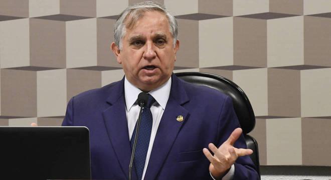 Senador Izalci Lucas tem 85 funcionários pagos com dinheiro público