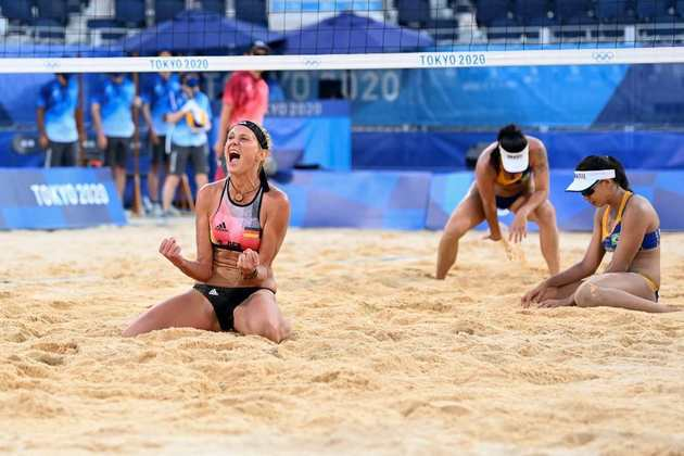 Já a outra dupla brasileira foi eliminada dos Jogos Olímpicos. Agatha e Duda foram surpreendidas pelas alemãs Laura Ludwig e Margareta Kozuch e perderam por 2 sets as 1 (parciais de 19-21, 21-19 e 16-14).