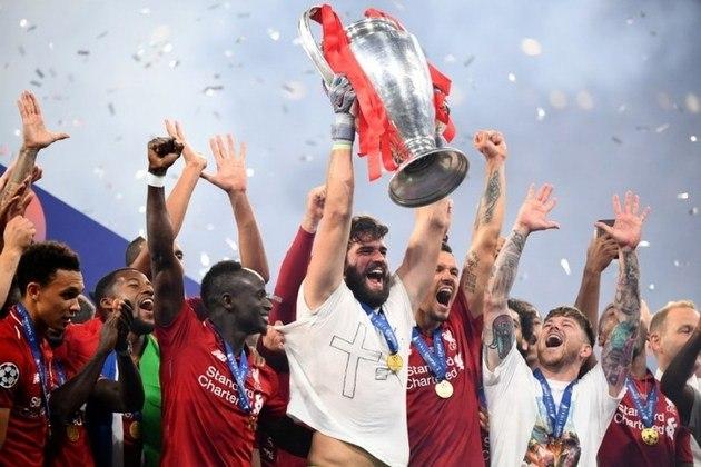 ...Já a segunda conquista é bem mais recente. A da temporada passada, 2018/19, quando o atual esquadrão do Liverpool derrotou o Tottenham por 2 a 0, gols de  Salah e Origi. Foi o sexto caneco de Champions do Reds.