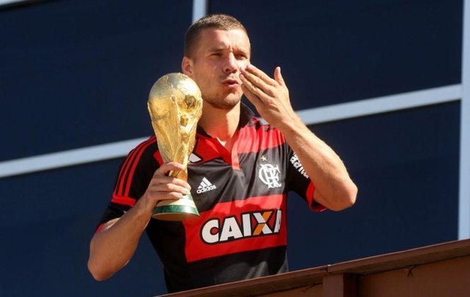 Já cogitado no Flamengo, Podolski mostrou muito apreço pelo clube da Gávea após conhecer o Mengão na Copa do Mundo de 2014. O atacante alemão vestiu a camisa rubro-negra em diversas oportunidades