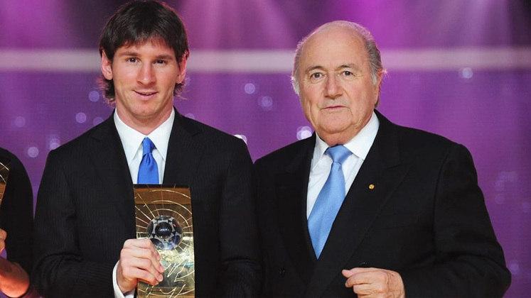 Já em 2010, Lionel Messi venceu o primeiro prêmio conjunto da 'France Football' e da FIFA. O argentino desbancou Cristiano Ronaldo e Xavi Hernández e levou o prêmio para casa.