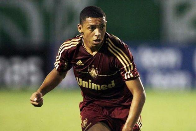 Já em 2012, Wallace foi para o Chelsea, da Inglaterra, com um lucro de R$ 14,3 milhões ao Fluminense