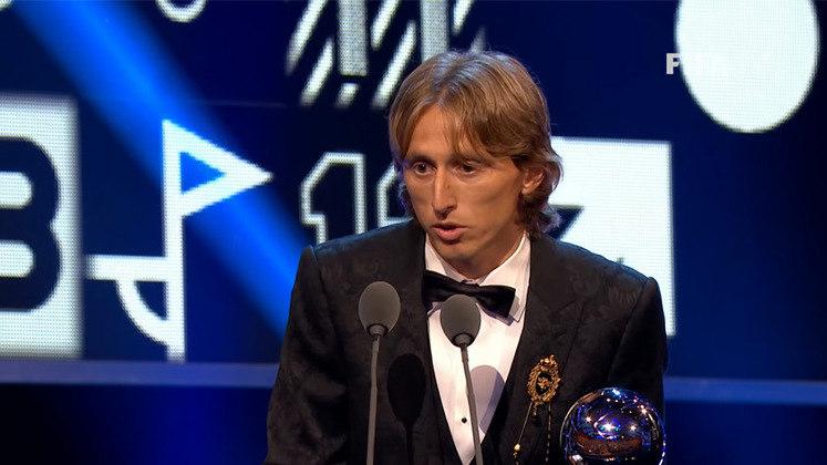 Já em 2018, Luka Modric, vice-campeão mundial com a Croácia, foi o primeiro jogador a quebrar a hegemonia de Messi e Cristiano Ronaldo, e levou o prêmio para casa. O croata venceu Cristiano Ronaldo, em segundo, e Mohamed Salah, em terceiro.