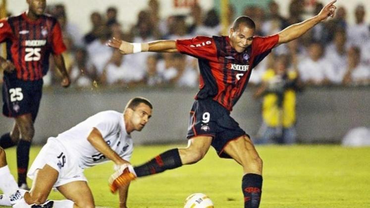 Já nas quartas de final, o Athletico-PR eliminou o Santos, com um placar agregado de 5 a 2.