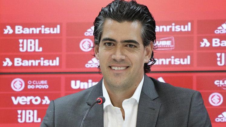 Já no Colorado, quem substitui Rodrigo Caetano é Paulo Bracks, contratado após bom trabalho no América-MG.