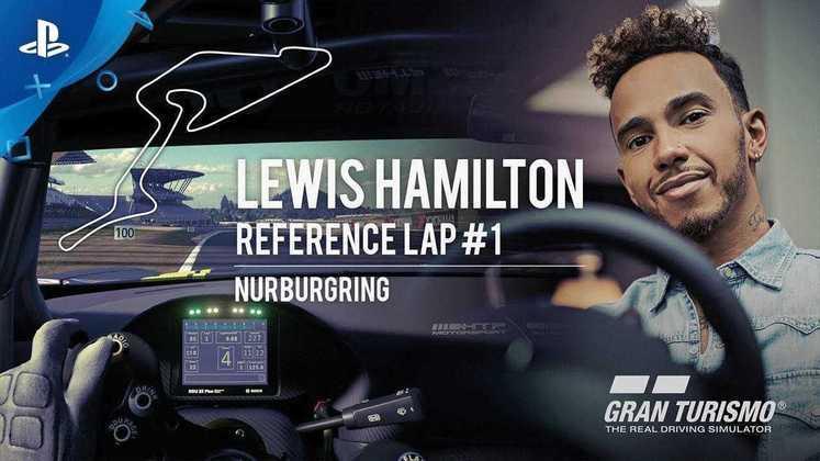 """Já no GT Sport, Hamilton virou uma espécie de """"mentor"""" no modo Carreira. Existe um modo que permite desafiar voltas rápidas do inglês."""