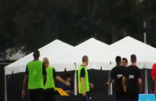 Já nos seus últimos dias com o Barcelona, durante a pré-temporada de 2017/2018, o brasileiro se envolveu em uma confusão no meio de um treinamento com o lateral português Nelson Semedo, onde chegaram a trocar socos