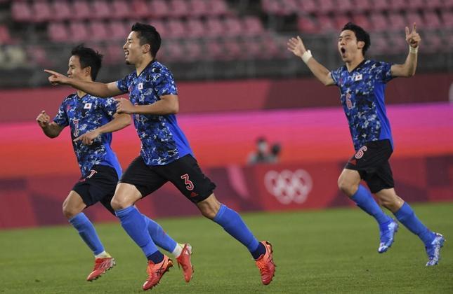 Já o adversário da Espanha será o Japão. Os anfitriões venceram a Nova Zelândia nos pênaltis por 4 a 2, após empate por 0 a 0 no tempo regulamentar. A semifinal será na próxima terça-feira, às 8h.