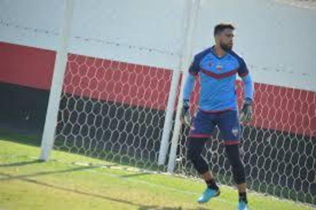 Já o goleiro Gustavo está emprestado ao Sampaio Corrêa até o final desta temporada, mesma duração de seu contrato com o Dragão.