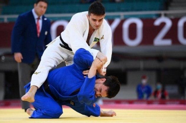 Já o judoca Rafael Macedo sofreu um Ippon com apenas 30 segundos de combate e foi eliminado pelo cazaque Islam Bozbayev, ainda na primeira fase da categoria até 90kg.