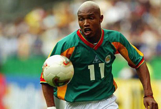 Já o uniforme reserva era predominantemente verde. Hadji Diouf era um dos craques daquele time.