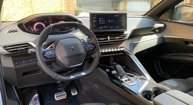 Crossover ganhou multimídia com 10 polegadas, comandos minimalistas na tela, conexão com Apple CarPlay e Android Auto