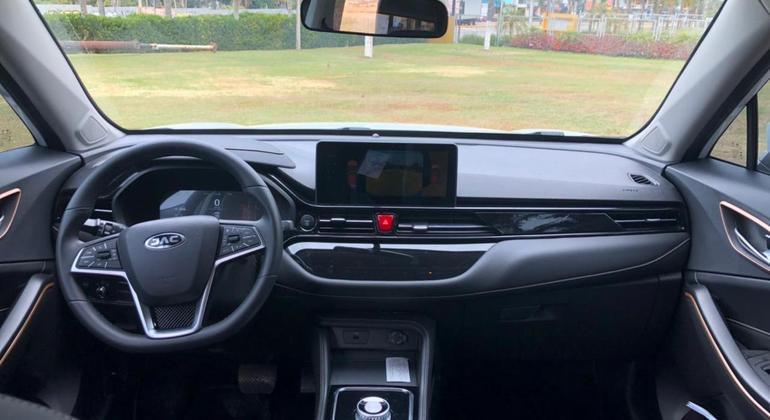 """Multimídia tem espelhamento para Android Auto e Apple CarPlay com tela de 10,25"""""""